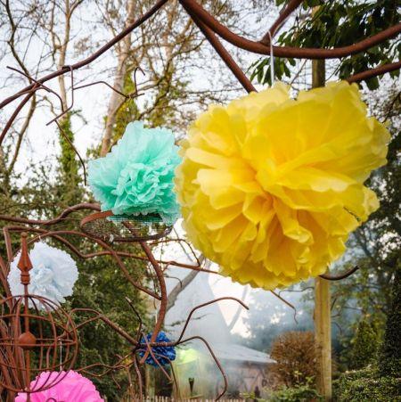2 grans pompons menthe - 40 & 50 cm