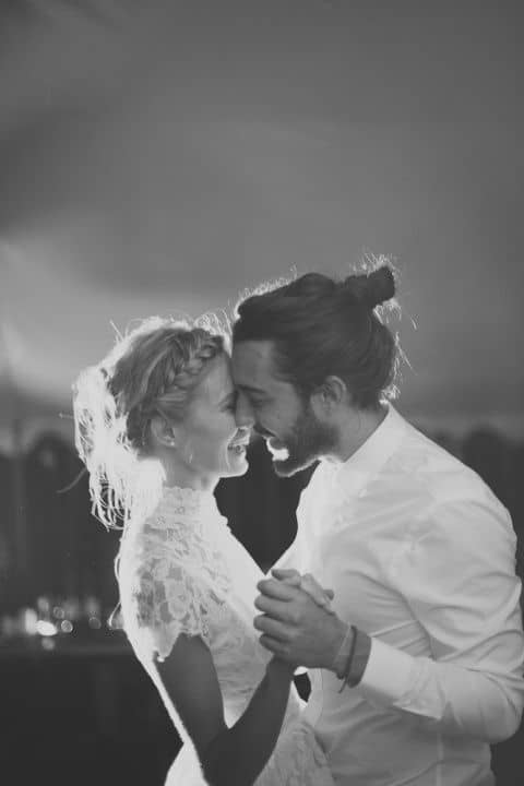Photos de mariage : misez sur la spontanéité pour vos portraits de couple!