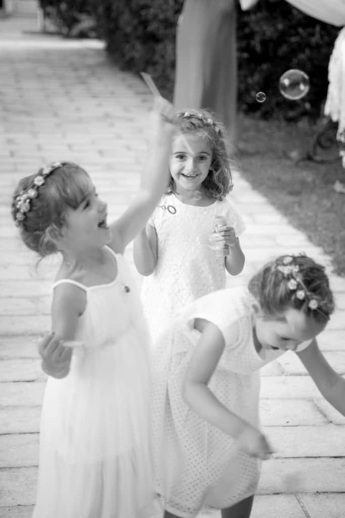 Petites filles et bulles