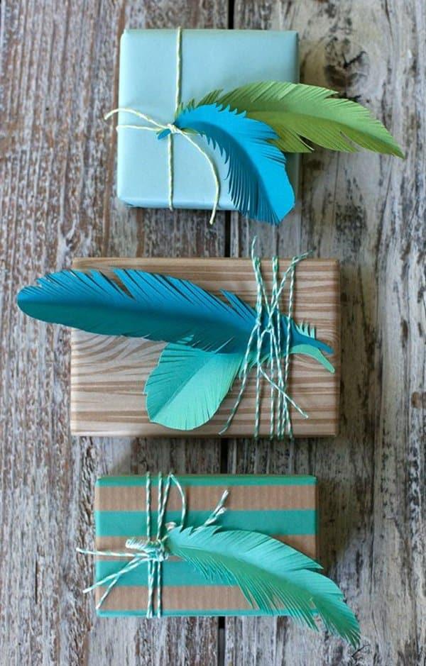 paquet cadeau plumes diy