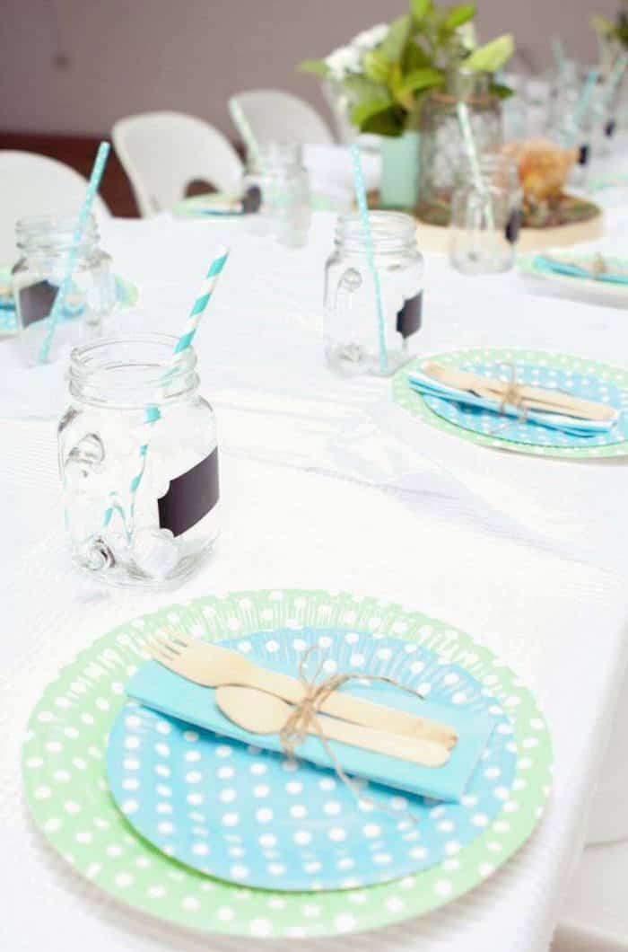 Inspiration une jolie f te de bapt me pour gar on save the deco - Idee deco table bapteme ...