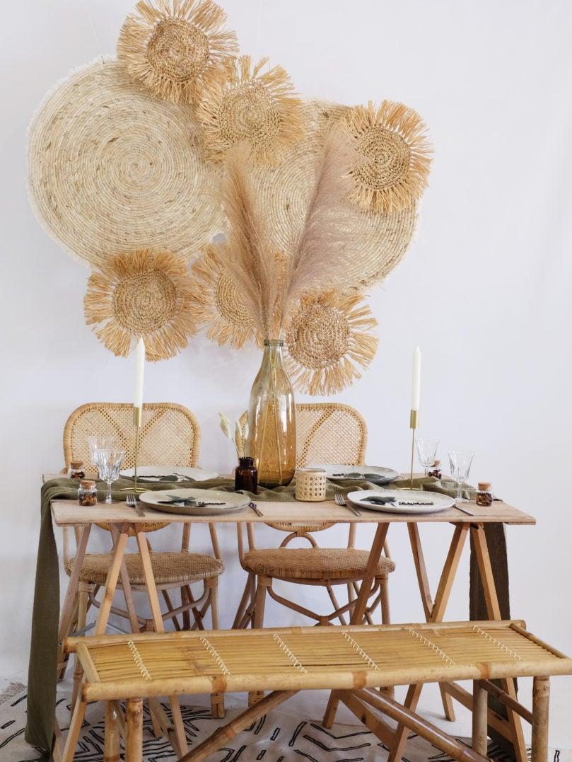 Décorer une jolie table à l'esprit bohème, à la fois botanique et nature