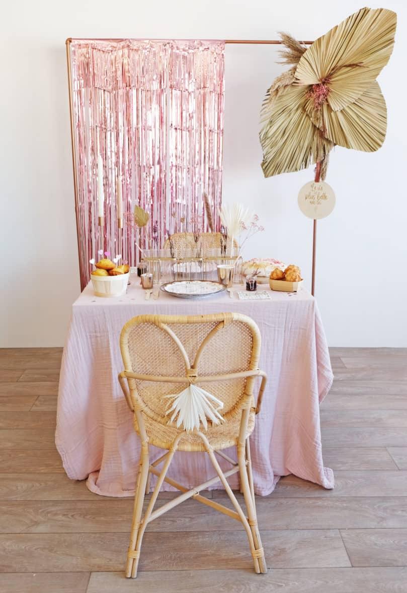 Une jolie décoration minimaliste aux tons rosés et à l'ambiance bohème!
